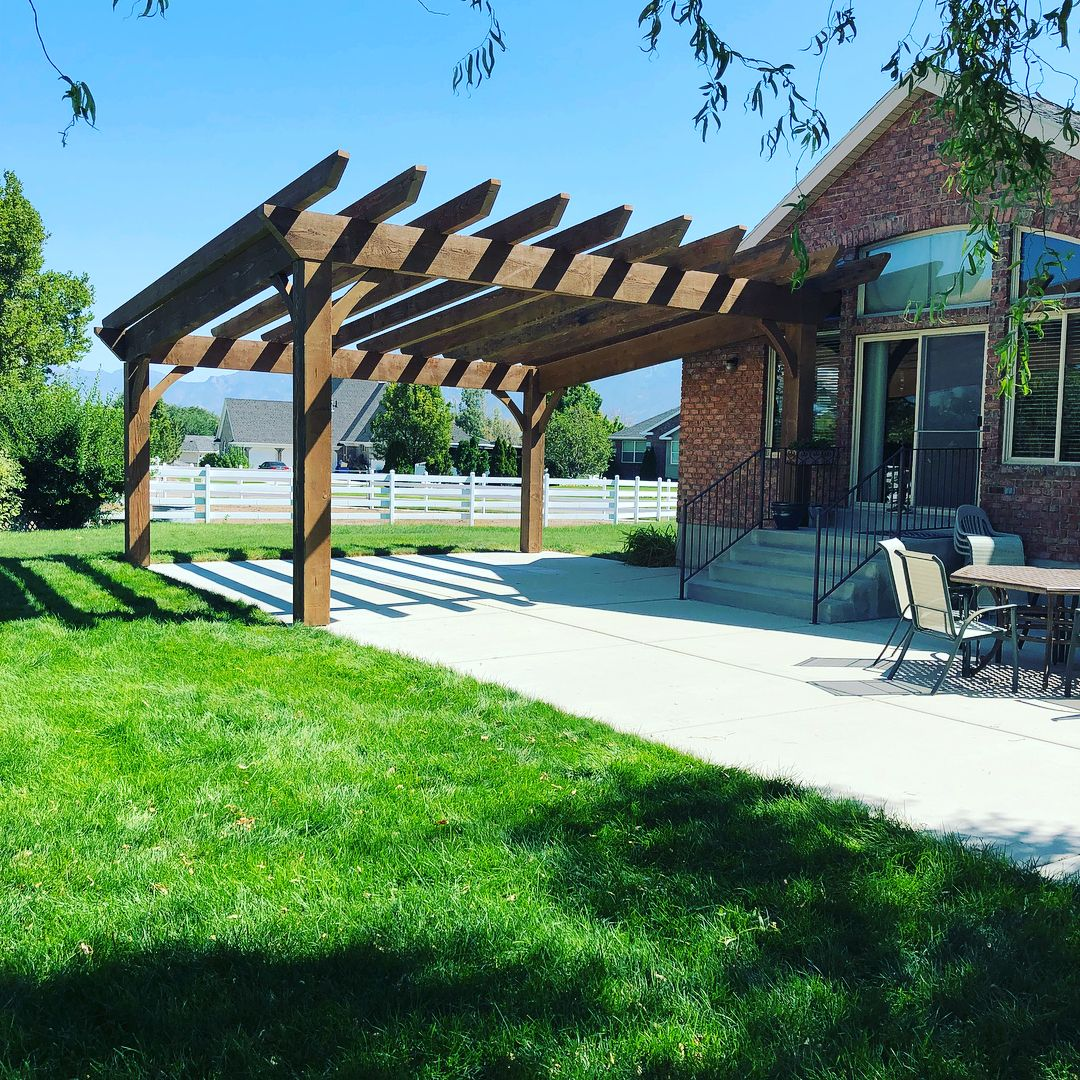 Read more about the article Transforming Your Backyard with A Pergola